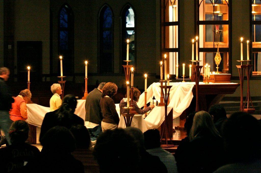 Parish mission closing evening, adoration goin on